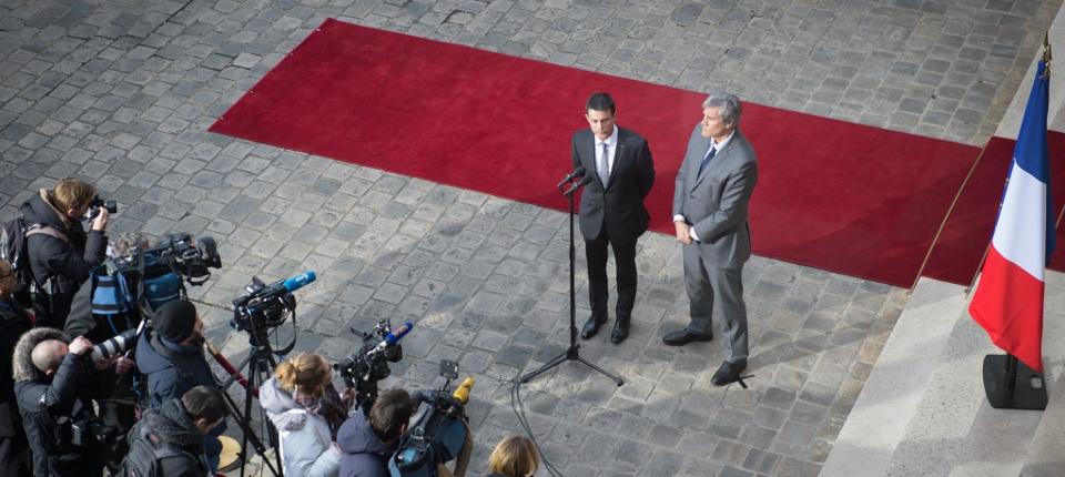 Manuel Valls et Stéphane Le Foll sur le perron de l'hôtel Matignon