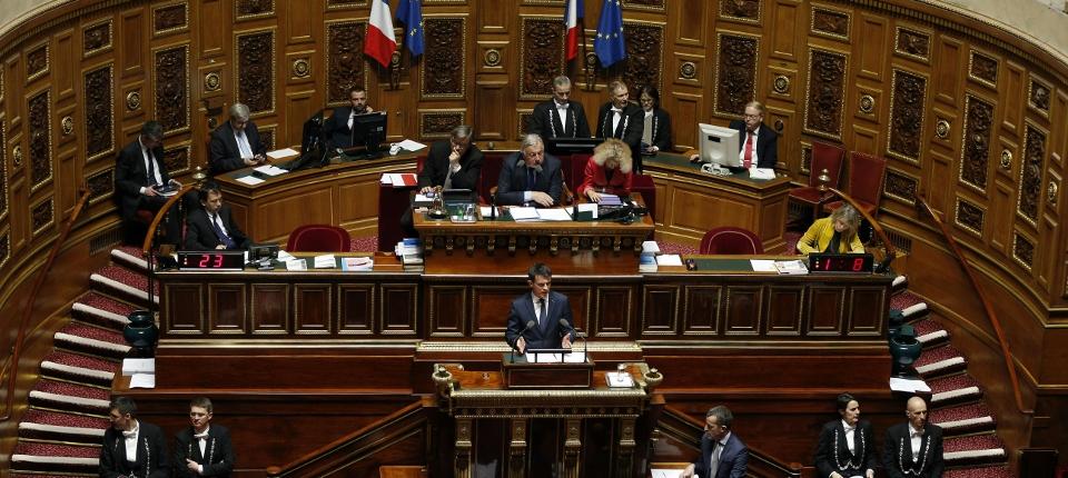 Photo de Manuel Valls s'exprimant au Sénat le 16 mars 2016