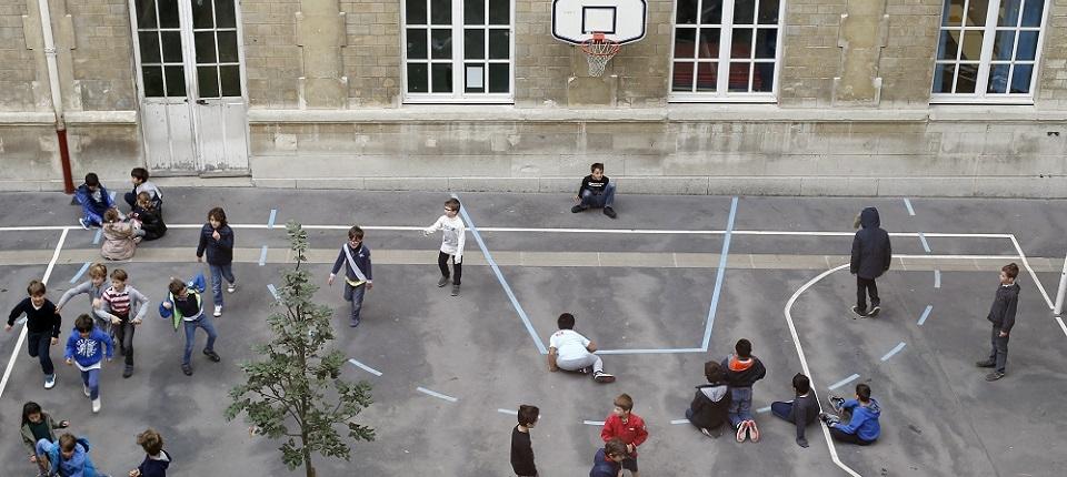 Photo dans une cour de récréation