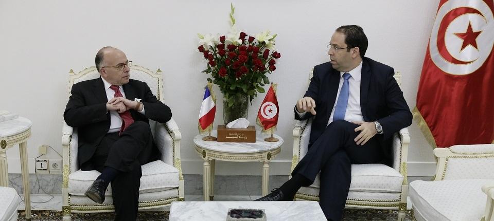 Bernard Cazeneuve aux côtés de son homologue Youssef Chahed