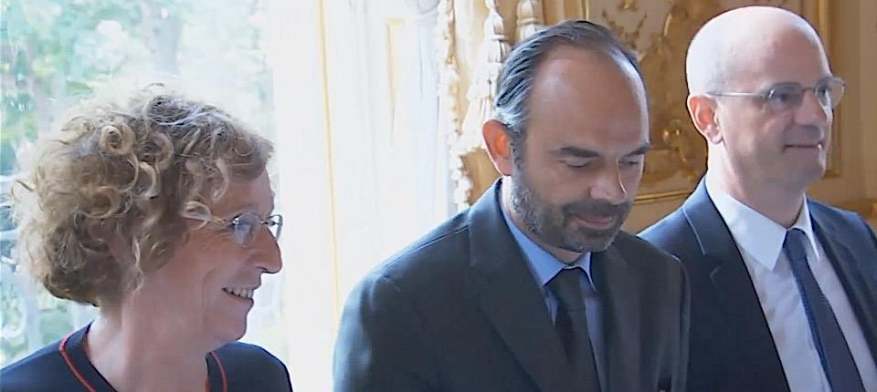 Le Premier ministre entouré de Muriel Pénicaud et de Jean-Michel Blanquer