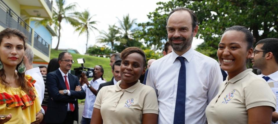 Édouard Philippe aux côtés des jeunes en formation d'agent technique de vente et d'agent touristique d'accueil en Martinique