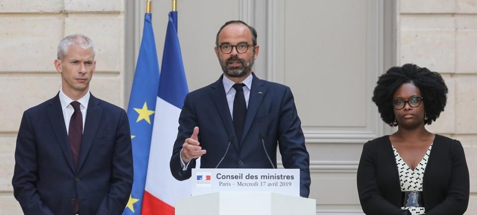 Le Premier ministre Edouard Philippe entouré de la Porte-parole du Gouvernement et du ministre de la Culture