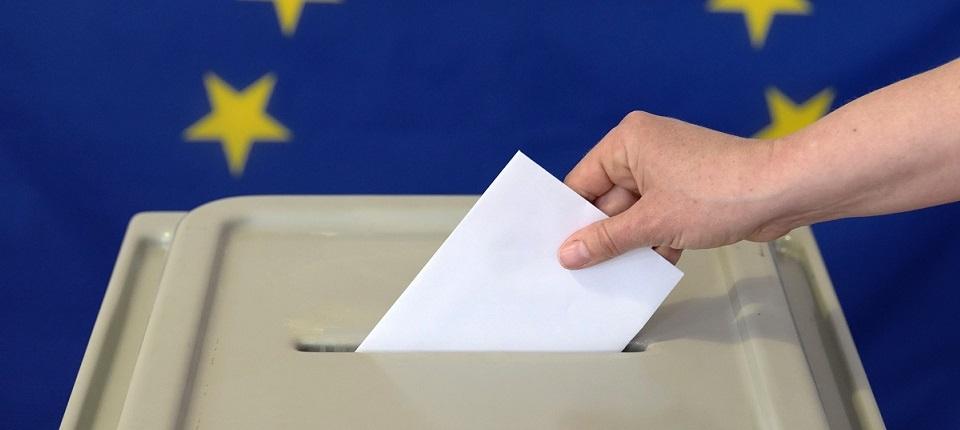 Bulletin de vote surmonté du drapeau européen