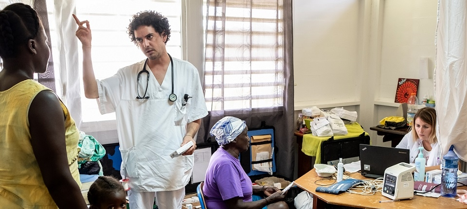 Une femme en consultation médicale
