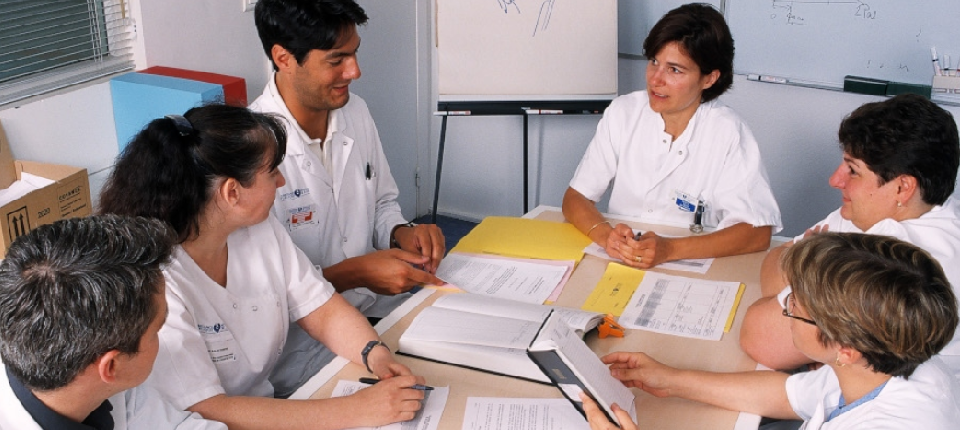 Photo d'une équipe médicale en réunion