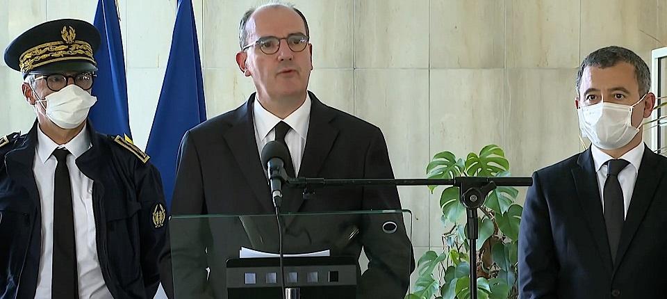 Jean Castex accompagné du préfet et du ministre de l'Intérieur