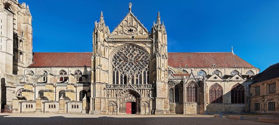 La façade de la cathédrale de Sens