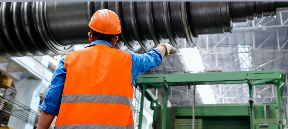 Un ouvrier de chantier vu de dos, portant des v�tements de protection