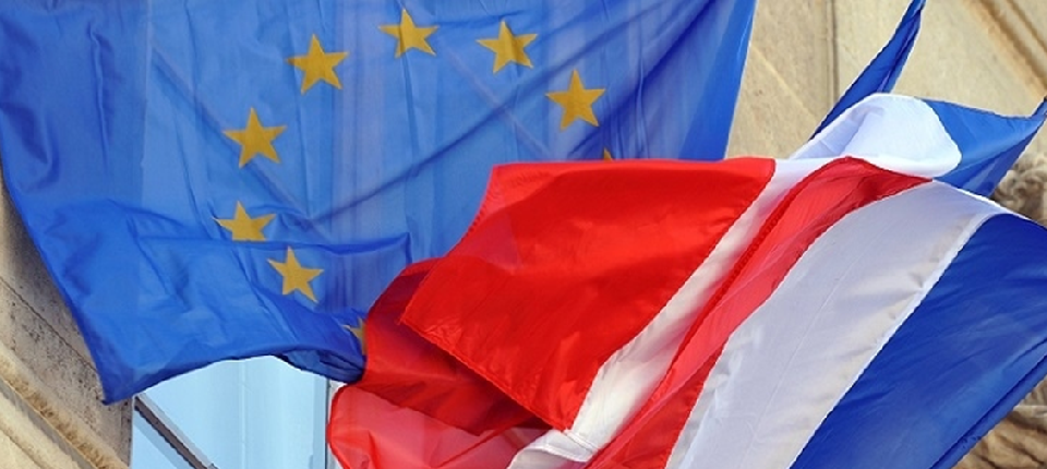 UE and French flags
