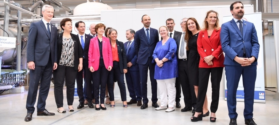 Edouard Philippe and the staff of M2P Technological Research Institute (IRT)