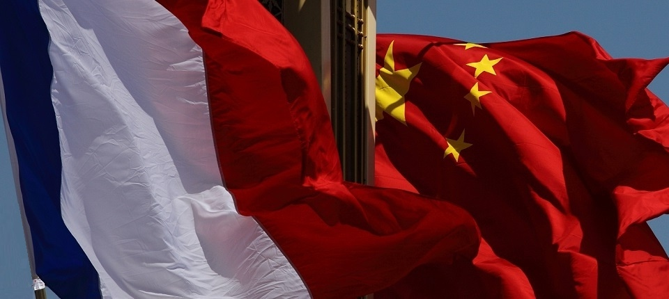 French and Chinese flags