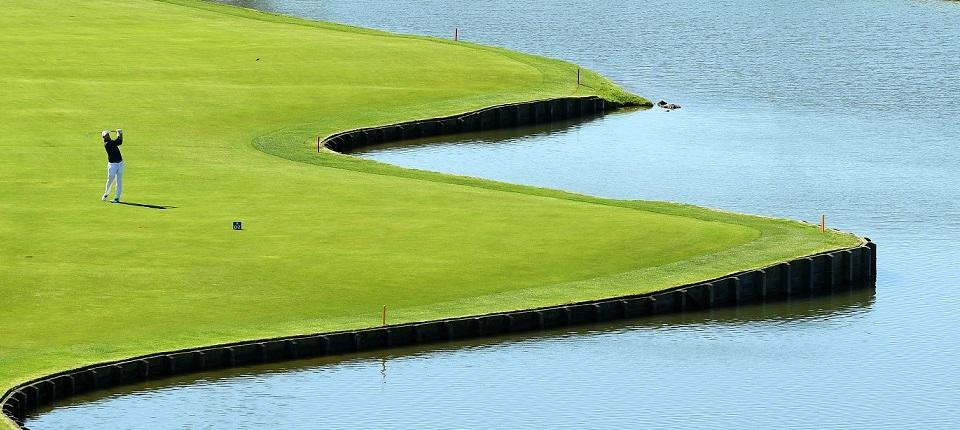 A golf player