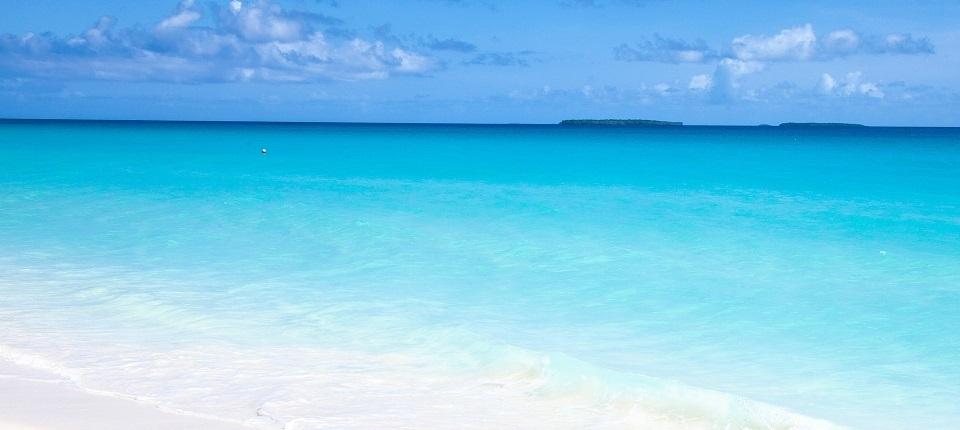 French oberseas' beach and the horizon