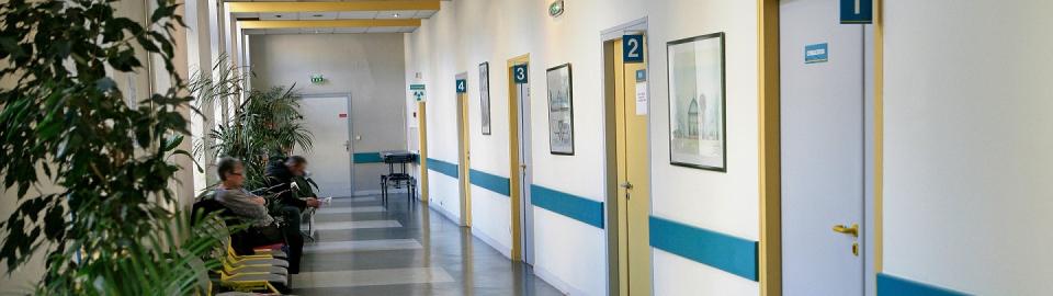L'intérieur d'un établissement de santé.