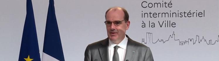 Le Premier ministre Jean Castex parlant à la tribune à Grigny