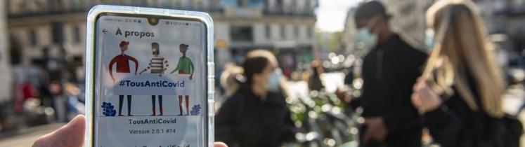 Un téléphone avec l'application Tous anti-covid