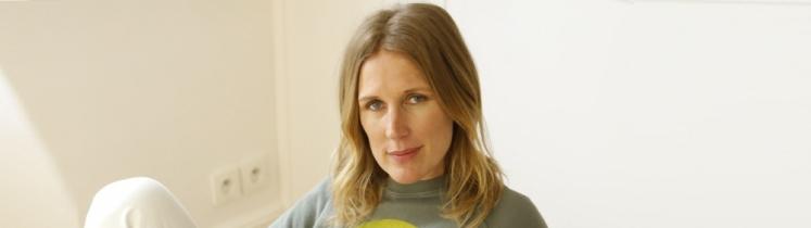 Agathe Lecaron est présentatrice radio et télévision, notamment de l'émission « La Maison des Maternelles »