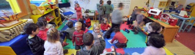 Des enfants en classe maternelle