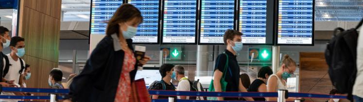Voyageurs dans un aéroport