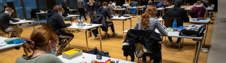 Des élèves passent l'épreuve du Baccalauréat