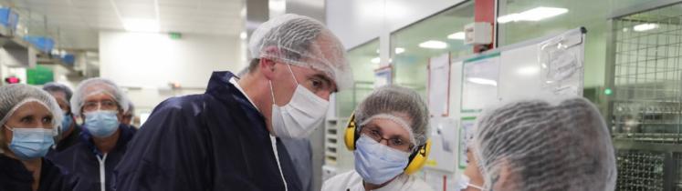 Le Premier ministre Jean Castex à l'usine UPSA, à Agen