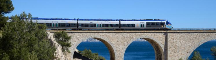 Un TER sur un pont
