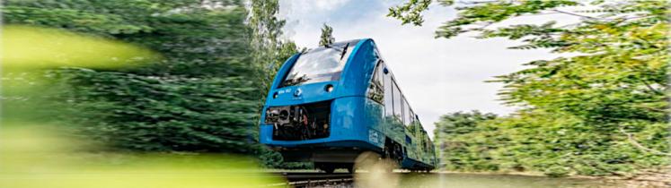 Un train hydrogène roule dans un paysage