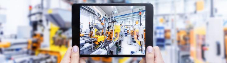 Une tablette utilisée dans une chaîne de production