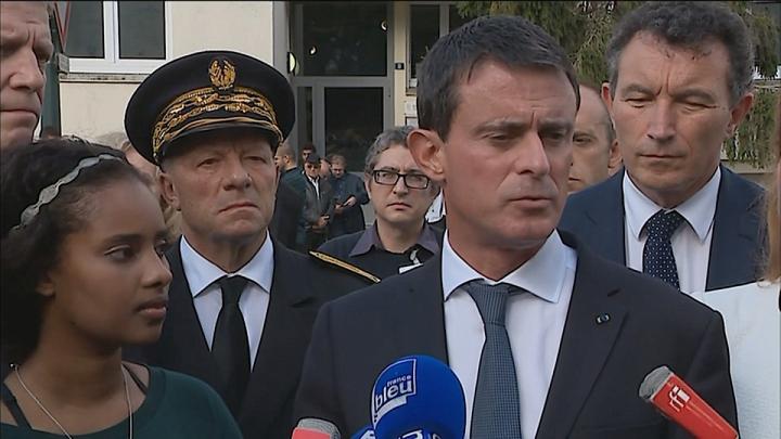"""Manuel Valls : """"La France est parfaitement capable d'accueillir les demandeurs d'asile de Calais"""""""