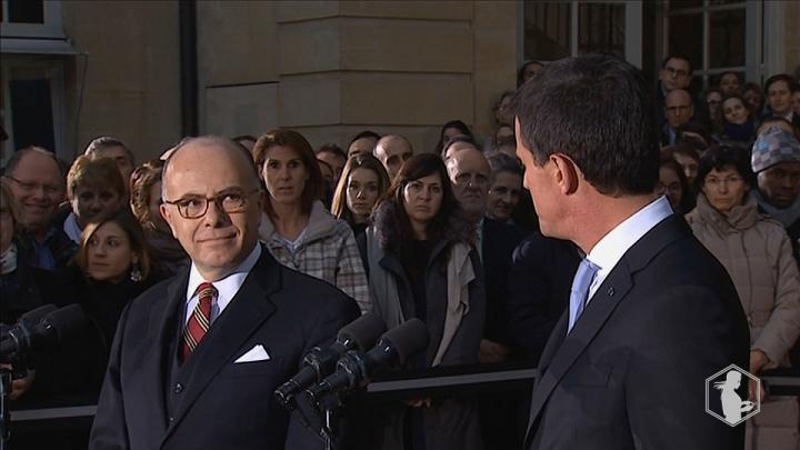 Matignon : la passation de pouvoirs entre Manuel Valls et Bernard Cazeneuve