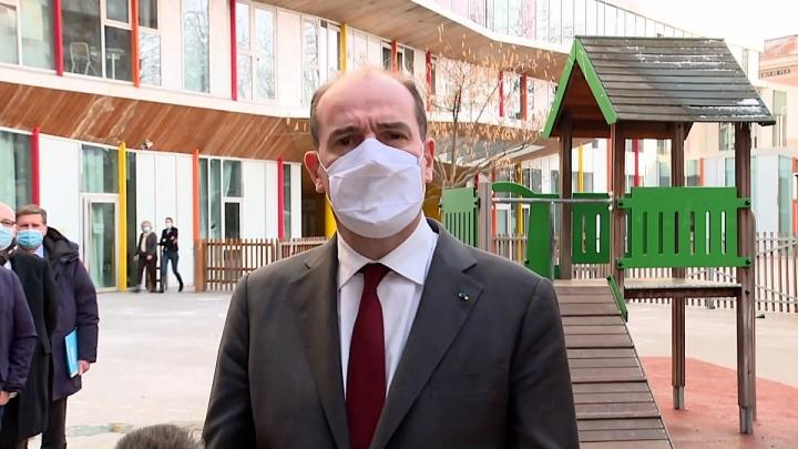 Tests salivaires : déclaration du Premier ministre à l'école Louise Bourgeois, à Paris